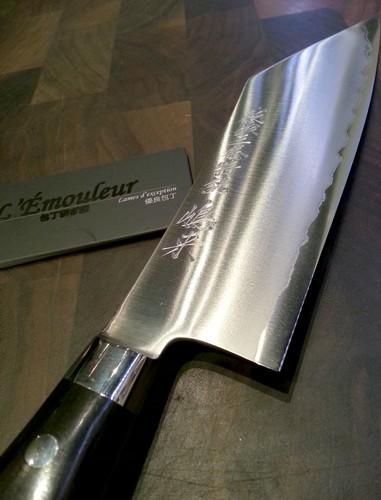 meilleur couteau de cuisine du monde couteaux japonais. Black Bedroom Furniture Sets. Home Design Ideas